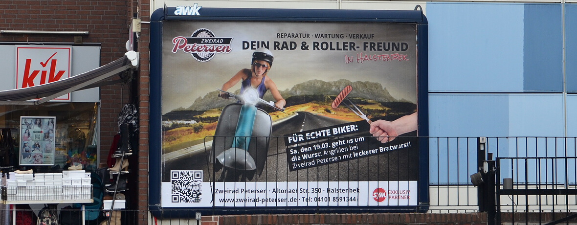 Werbefläche an Hauswand mit Großflächenplakat