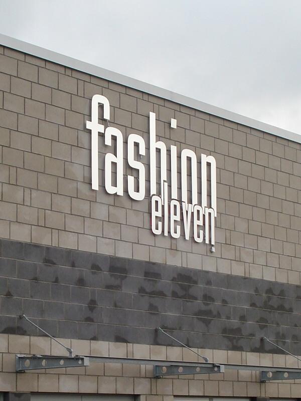 Fräsbuchstaben an Außenfassade - Werbebeschriftung