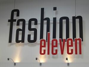 Werbetechnik - Beschriftung mit Fräsbuchstaben - Textilhandel