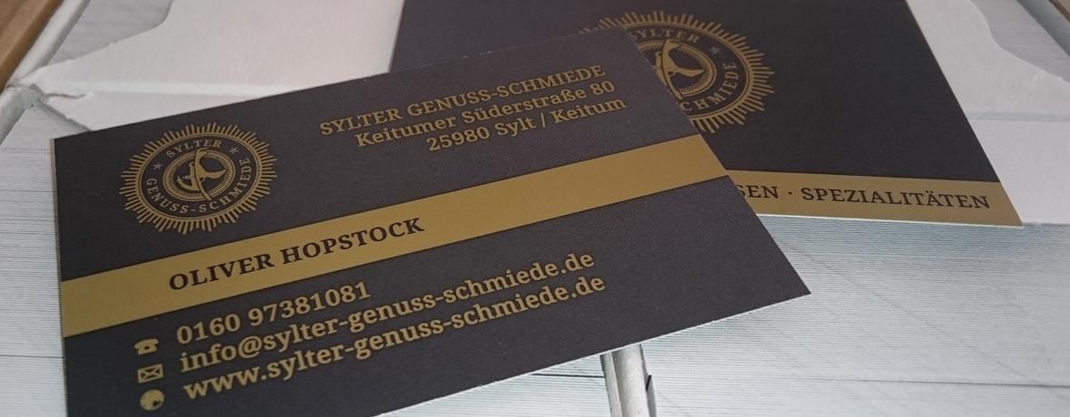 Gedruckte Visitenkarten mit Sonderfarbe Gold