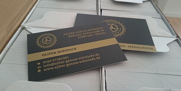 Produzierte Visitenkarten mit 5/5 Druck, Sonderfarbe Gold